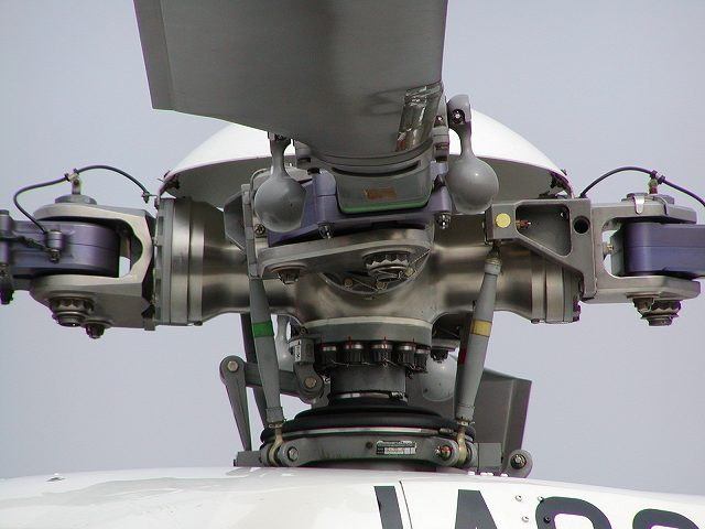 O que define o número de pás no rotor de um helicóptero?